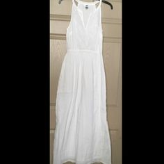 Old Navy White Crinkle Maxi Dress Size S/P NWOT Old navy maxi dress-New without tags  Size small/petite 100% cotton Bust 18 inches measured underarm to underarm Length 56 inches Cute open neckline  Elasticized waist Lined Embroidery floral top White lined Old Navy Dresses Maxi