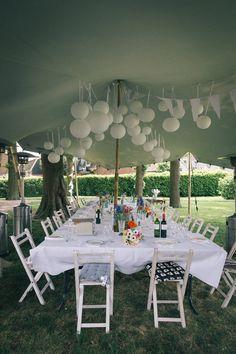 Bijzonder dineren op je festival bruiloft met deze aankleding! Wat een plaatje :-) Wij als DJ zouden hier graag bij aanschuiven :-) Table Decorations, Garden, Party, Tent, Festive, Wedding, Valentines Day Weddings, Garten, Store