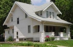 History and explaination of Craftsman, Prairie & Four-Square Houses This is an Arts & Crafts Bungalows