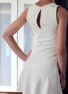 Kup mój przedmiot na #Vinted http://www.vinted.pl/kobiety/krotkie-sukienki/9593534-biala-ecru-sukienka-stradivarius-z-falbana