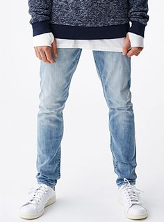Exclusively from Le 31 for men     Authentic indigo denim with bleached and scratched accents for a very trendy worn look   Ultra comfortable cotton polyester blend    The model is wearing size 32