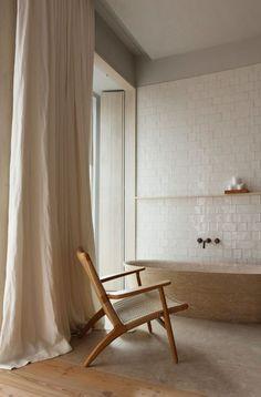 Natural Linen Drapes | Elegant Modern Bathroom Santa Clara 1728 – Lissabon #drapery #whitetile #woodwork