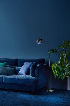 O Instituto Americano de Cores Pantone classificou 2020 como o ano do azul clássico. Saiba mais sobre esta cor e inspire-se Bleu Pantone, Azul Pantone, Pantone 2020, Pantone Color, Blue Colour Palette, Blue Rooms, Design Studio, Color Of The Year, House Colors