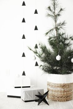 Dec 15 DIY Christmas tree garland + A Charlie Brown tree Kerst.me/shopthelook Minimal Christmas, Noel Christmas, Modern Christmas, Scandinavian Christmas, Scandinavian Style, Office Christmas, Natural Christmas, Black Christmas, Diy Christmas Tree Garland