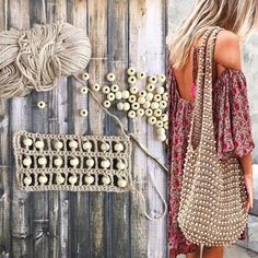 """The location where building and construction meets style, beaded crochet is the act of using beads to decorate crocheted products. """"Crochet"""" is derived fro Crochet Shell Stitch, Bead Crochet, Diy Crochet, Crochet Crafts, Crochet Handbags, Crochet Purses, Crochet Bags, Mochila Crochet, Beaded Bags"""