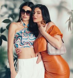Kylie and Kendall for Kendall Kylie Spring Collection. Estilo Kardashian, Kardashian Jenner, Kardashian Family, Kardashian Kollection, Travis Scott, Kylie Collection, Spring Collection, Jenner Sisters, Kendall And Kylie Jenner