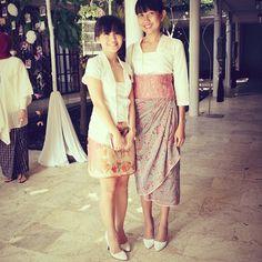 Photo taken by Nes Elona - Batik Kebaya, Batik Dress, Ethnic Outfits, Ethnic Clothes, Girls Time, Traditional Dresses, Ikat, Lace Skirt, What To Wear