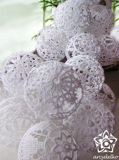 Bombki szydełkowe = ARCYDEŁKO Thread Crochet, Filet Crochet, Crochet Motif, Hand Crochet, Crochet Flowers, Crochet Christmas Ornaments, Christmas Crochet Patterns, Christmas Angels, New Year's Crafts