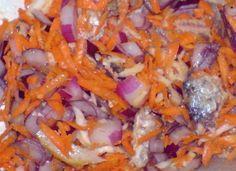 Retete simple, mancare delicioasa: Salata rapida cu telina, morcovi si peste in ulei