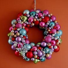 Christmas Ornament Wreath. perfect use for all those yard sale christmas balls...
