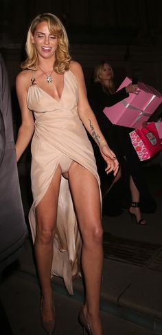 Sarah Harding Upskirt at Cosmopolitan Ultimate Women of the Year in London Sarah Harding Girls Aloud, Strapless Dress Formal, Prom Dresses, Formal Dresses, Sarah Nicole, Modelos Fitness, Celebs, Celebrities, My Girl