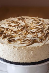 Cheesecake and dulce de leche (without oven) - Cheesecake and dulce de leche (without oven) 2 - Cheesecake Factory Recipes, Chocolate Cheesecake Recipes, Tarta Queso Oreo, Pudding Recipes, Pie Recipes, Desert Recipes, Cupcake Recipes, Cheesecakes, Bakery
