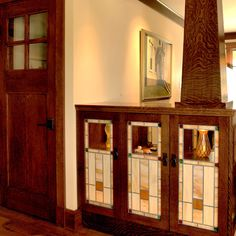 Craftsman built-ins featuring stained glass & tile surround Bungalow Living Rooms, Bungalow Interiors, Modern Bungalow, Living Room Remodel, Craftsman Interior, Craftsman Furniture, Craftsman Style Homes, Craftsman Bungalows, Mission Style Furniture