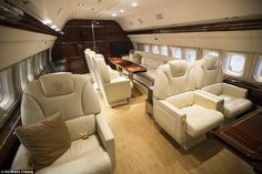 Inside Donald Trump's private jet, complete with marble bathroom and In Donald Trumps £ Privatjet mit Marmorbad und Luxury Jets, Luxury Private Jets, Private Plane, Donald Trump, Yacht Design, Avion Jet, Rolls Royce Engines, Luxury Helicopter, Private Jet Interior