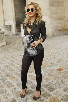 Rita Ora looks epic in this photo. She is so stylish 👠 Stylish outfit ideas for women who love fashion! Cute Fashion, Look Fashion, Runway Fashion, Autumn Fashion, Womens Fashion, Fashion Ring, Paris Fashion, Rita Ora, Casual Chique