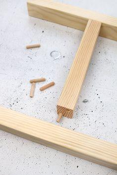 Do it yourself: Ypperlig Wandregal selbst nachbauen - Lachsröllchen Mit Frischkäse Woodworking Logo, Woodworking Patterns, Woodworking Techniques, Woodworking Projects Diy, Fine Woodworking, Woodworking Furniture, Ikea Shelves, Wall Shelves, Ypperlig Ikea