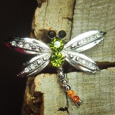 Add colour and shine to any outfit with this Dragonfly Brooch  #craft365.com
