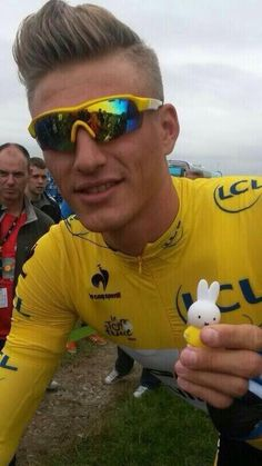 The Two yellow jerseys of the day, Miffy and #marcelkittel #letouryorkshire #letour #tdf #tdfutrecht #nijntje #miffy #tdf2014