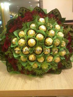 Ferrero chocolate and Roses Chocolates, Ferrero Chocolate, Chocolate Bouquet, Edible Arrangements, Food Design, Bouquets, Christmas Wreaths, Wedding Decorations, Bear