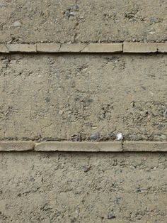 roger boltshauser . privat house. d.teil: the mix: rammed earth and brick make this outside wall possible to work.