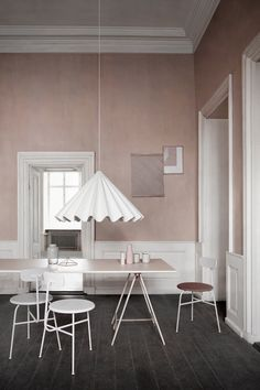 Pink wall. Grey floor. White modern dining lamp. Artilleriet blogg | The Good Hacienda | curated by Hilary