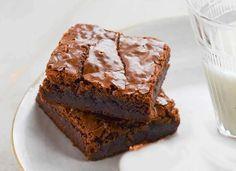 Brownie au chocolat et courgettes WW Pour bien réussir la recette, il faut bien mesurer les ingrédients et les préparer avant de commencer la recette. Il faut également respecter le temps et la température de cuisson, ainsi suivez pas-à-pas les étapes décrites ci-dessous . Cette recette représente 4SP/Portion/Bleu Ingrédients: ( 10 Portions ) 15 g de sirop d'agave 200 g de courgettes 100 g de chocolat noir 60 g de farine 20 g de cacao non sucré 3 œufs Préparation: Commencer par peler les ... Ww Desserts, Brownie, Chorizo, Flan, Crepes, Nutella, Biscuits, Food Porn, Sweets