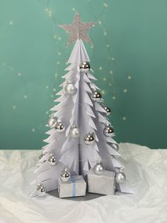 Learn how to make a paper Christmas Tree Xmas, Christmas Tree, 3d Paper, Decoration Table, Alternative, Holiday Decor, How To Make, Diy, Home Decor