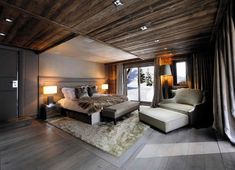 dormitorio con techo de madera y cabecero precioso