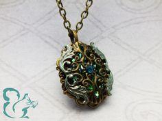 Halskette Ivette im Barock-Stil in grün und bronze.  Mehr auf: http://de.dawanda.com/shop/JuliHoernchen #Schmuck #Halskette #gruen #Fantasyschmuck