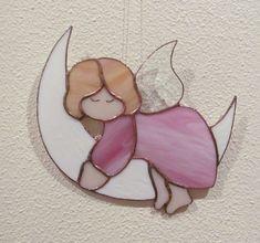 ANGE DORMANT SUR LUNE Vitrail Tiffany Artisanal CHAMBRE BÉBÉ ENFANT : Décoration pour enfants par magie-du-vitrail