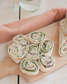 Recept: Wraps met vitello tonato - Savory Sweets Falafel Wrap, Salat To Go, Wedding Snacks, Taco, High Tea, Fresh Rolls, Sushi, Good Food, Gastronomia