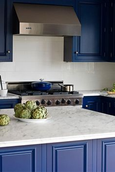 Kitchen Color Schemes: How to Avoid Kitschy Colors Industrial Kitchen Design, Rustic Kitchen, Nice Kitchen, Country Kitchen, Beautiful Kitchens, Cool Kitchens, Luxury Kitchens, Kitchen Trends, Kitchen 2016