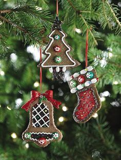 Gingerbread ornaments that look just like cookies!