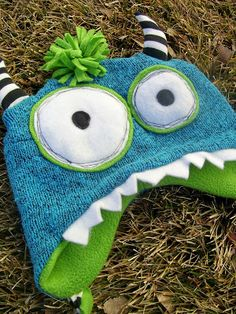 hazel and company: Ack! There's a Monster Eating my Head! {A Carnivorous Hat} Fabric Crafts, Sewing Crafts, Sewing Projects, Monster Hat, Old Sweater, Sweater Hat, Fleece Hats, Hat Tutorial, Recycled Sweaters