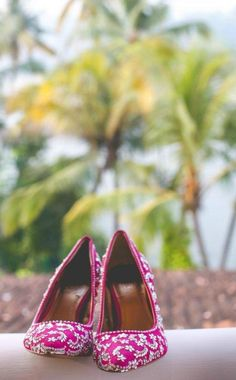 Indian bridal shoes or heels Hot Pink Pumps, Indian Shoes, Wedge Wedding Shoes, Indian Bridal Lehenga, Big Fat Indian Wedding, Indian Weddings, Bride Shoes, Trendy Wedding, Wedding Ideas