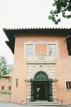 an Italian style villa in California perfect for marrying http://www.sagardens.com/VDSDO/ Photography by onelove photography / onelove-photo.com