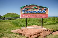 With of coastline, you're never too far from a beach while exploring Prince Edward Island. Here are some of the best beaches on PEI's north shore. Pei Canada, Canada Cruise, Surfing Pictures, Vintage Surf, Prince Edward Island, Island Beach, North Shore, Ocean Waves, Outdoor Travel
