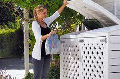 Avfallsdunken er mer til søppel enn til pynt, og ingen vil savne synet av dunken om du bygger et elegant skjul rundt den. Den åpne konstruksjonen sikrer god ventilasjon, og den har plass til flere typer avfall.