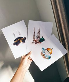 Ensemble de 3 impressions islamiques (La Sainte Kabah - Masjid an Nabawiy - The Dome of The Rock) disponibles avec des cadres! Mecca Wallpaper, Islamic Wallpaper, Islamic Art Pattern, Pattern Art, Art Palestine, Buch Design, Images Esthétiques, Islamic Paintings, Islamic Art Calligraphy