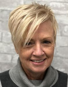 90 Classy and Simple Short Hairstyles for Women over 50 Spiky Layered Blonde Pixie Popular Short Haircuts, Short Hairstyles Fine, Asymmetrical Hairstyles, Shag Hairstyles, Hairstyles Over 50, Short Hairstyles For Women, Pixie Haircuts, Classy Hairstyles, Wedding Hairstyles