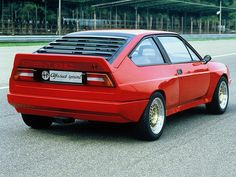This is not an ordinary Alfa Romeo Alfasud Sprint. It's the Alfasud Sprint prototype and it might just be the greatest car of the that never was. Alfa Romeo 4c, Alfa Romeo Cars, Alfa Romeo Giulia, Maserati, Ferrari, Alfa Romeo Alfasud, Alfasud Sprint, Alfa Alfa, Sports Sedan