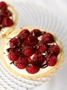 Raspberry and mascarpone tarts