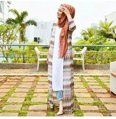 60 Ideas for fashion hijab style chic beautiful Arab Fashion, Islamic Fashion, Muslim Fashion, Modest Fashion, Look Fashion, Trendy Fashion, Hijab Casual, Hijab Outfit, Hijab Dress