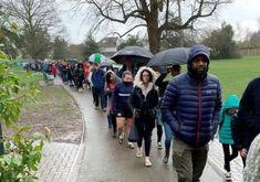5.000 ember állt sorban az esőben, hogy segítséget tudjon nyújtani egy beteg kisfiúnak Winter Jackets, Fashion, Acute Accent, Winter Coats, Moda, Winter Vest Outfits, Fashion Styles, Fashion Illustrations