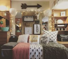 03 cheerful christmas dorm room decorating ideas on a budget my new room . College Girl Bedrooms, College Dorm Rooms, College Girls, College Life, Room Decor For Teen Girls, Dorm Room Walls, Dorm Room Themes, Cozy Dorm Room, Dorm Room Designs