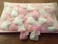 Sach�s em croch� com tercinho p�rola, v�rias cores, rosa, cru, branco, verde amarelo e azul. Para lembrancinhas em geral. Aroma beb�.