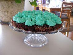 Swedish Sticky Chocolate Cake - SUGARFREE AND DELICIOUS - with Lingonberries. Easy! Sockerfri kladdkaka med lingon, mäktig och god. Enkel och mäktig kladdkaka.