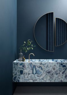 Terzo Piano x Graniti Fiandre // Marmi Maximum // blue bathroom Spa Like Bathroom, Blue Bathroom Decor, Bathroom Design Luxury, Bathroom Mirror Design, Luxury Bathrooms, Marble Effect, Apartment Interior, Bathroom Inspiration, Cheap Home Decor