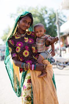 On the Street…Mother & Child, Mumbai. The Sartorialist.