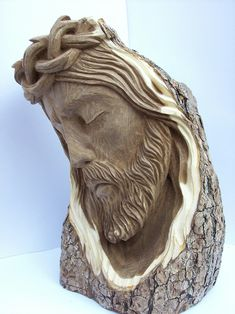 Rostro de cristo tallado en madera de palosanto por Oscar Vieyra